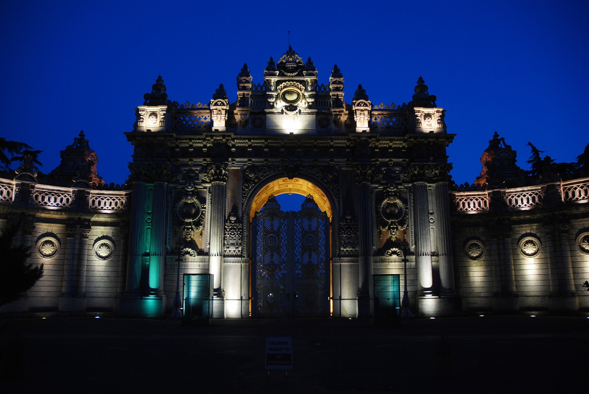 History of Dolmabahçe Palace